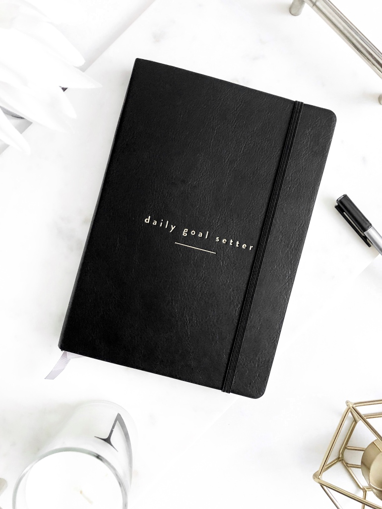 daily goal setter planner - mal paper - how I plan and create content on my blog - new lune