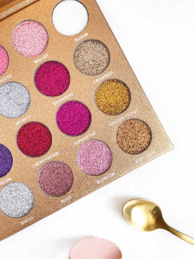 testing the bomb dot com glitter palette by jolie beauty - new lune - quality of the glitters
