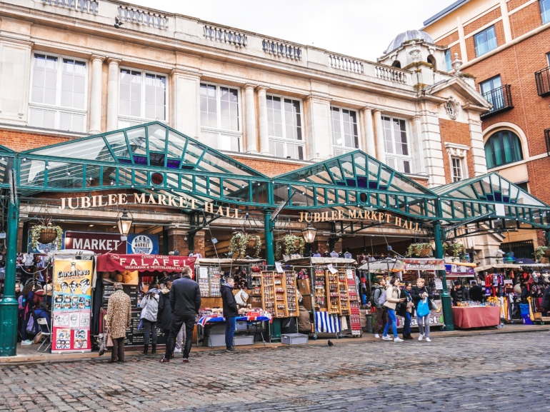 5 spots you need to visit in london - new lune - camden market